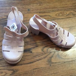 Bamboo jelly platforms in nude